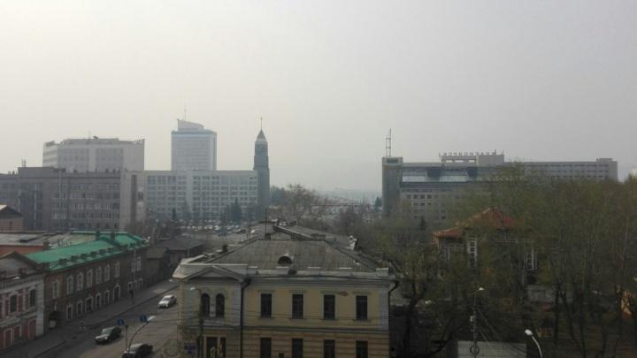 «Горит все»: город погрузился в дым от лесных пожаров и сельхозпалов