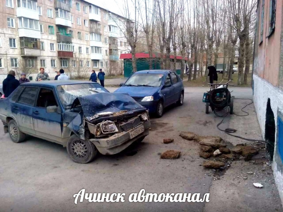 ВКрасноярском крае автомобиль протаранил стену жилого дома