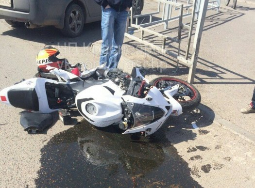 Мотоцикл против машины. Кто прав?