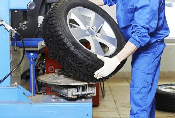 ГИБДД советует водителям до мая воздержаться от смены шин на летние