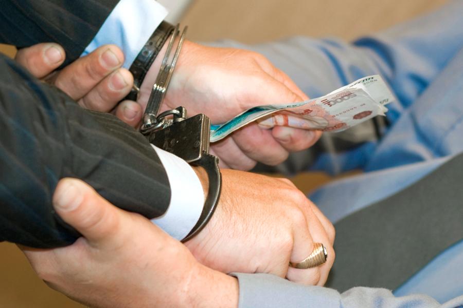 ВКрасноярске сотрудница налоговой службы попалась накрупной взятке