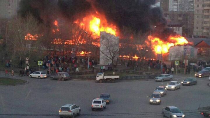 «Народу было больше, чем на день города»: очевидцы о пожаре на рынке в Минусинске