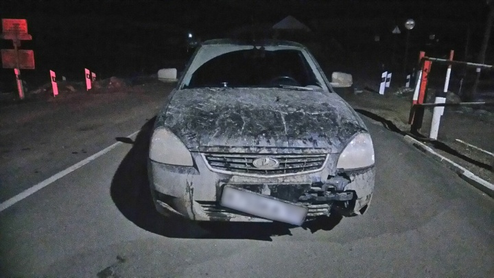 В темноте пешехода сбили сразу два авто