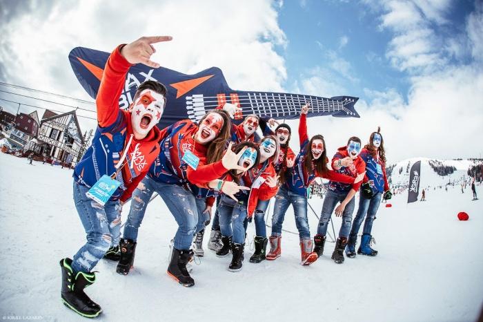 Сотни сноубордистов и лыжников в необычных нарядах спустились с горы в Шерегеше (фото)