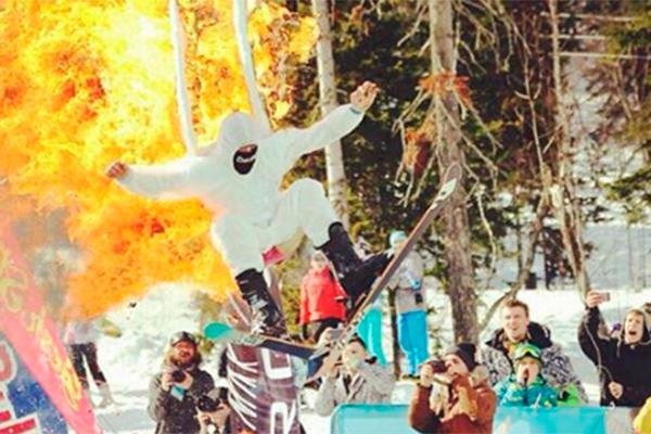 В Шерегеше участник GrelkaFest поджег себя во время прыжка на лыжах (фото)