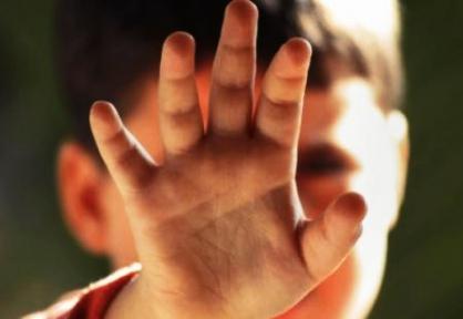 Жительница Володарского района довела доистощения трёхлетних сыновей-двойняшек