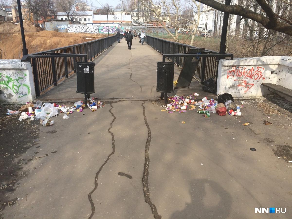 Мостик через Почаинский овраг, соединяет улицы Ильинскую и Покровку