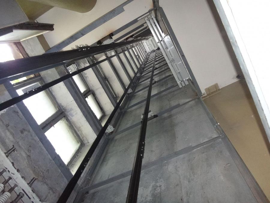 Падение лифта с дамой и сыном вНовгороде проверит генпрокуратура