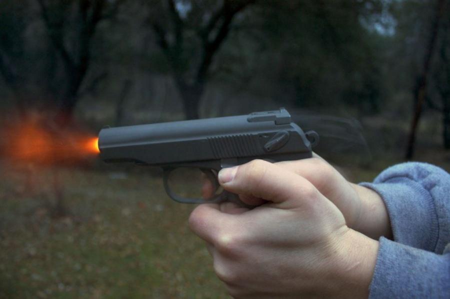 ВНижнем изпистолета Макарова расстреляли Merсedes местного предпринимателя