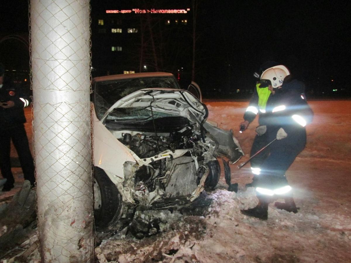 ВНовосибирске рядом сГПНТБ «Nissan» попал всерьезное ДТП