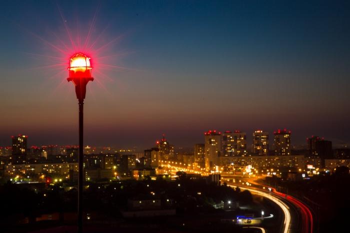 Власти объяснили ранние отключения света в центре города