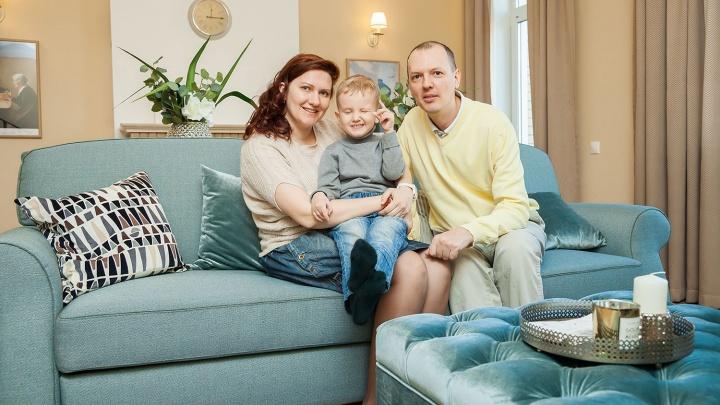 Новосибирская семья с ребенком проехала по городу в поисках жилья не дороже трех миллионов рублей (фото)