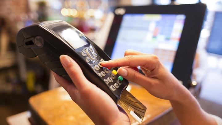 Банк вернул новосибирцу списанные из-за долгов однофамильца деньги
