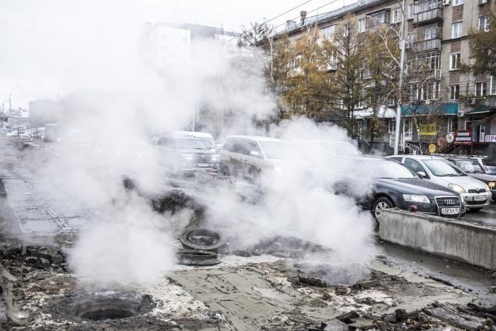 В «СИБЭКО» уверены, что за счет новых тарифов можно было финансировать модернизацию сетей и избежать коммунальных аварий