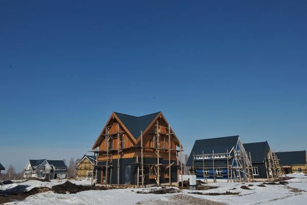 """Клубный поселок займет порядка <nobr class=""""_"""">5 %</nobr> от территории «Деревни Мира» площадью 255 га —сейчас здесь завершается строительство домов первой очереди"""