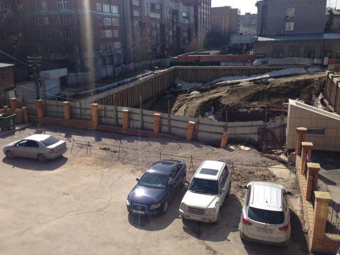 Просадка грунта во дворе дома по адресу ул. Фрунзе, 14