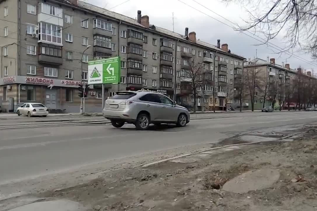 Машины на Богдана Хмельницкого подпрыгивают из-за большой волны на асфальте (видео)