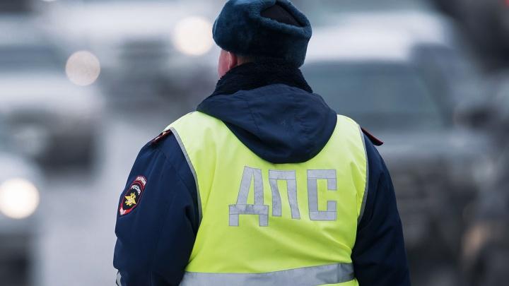 Борцы с незаконной парковкой заставили полицейских убрать запрещающие конусы