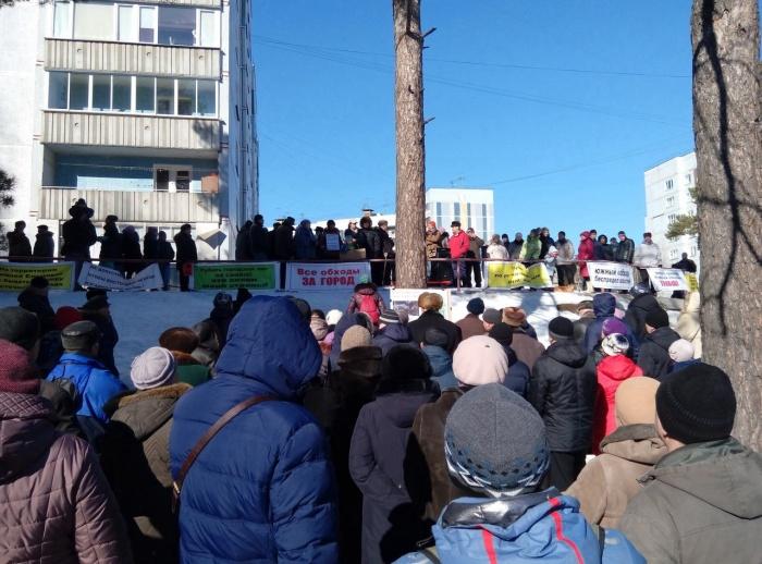 Жители Нижней Ельцовки массово вышли на митинг против транспортных потоков с Восточного обхода