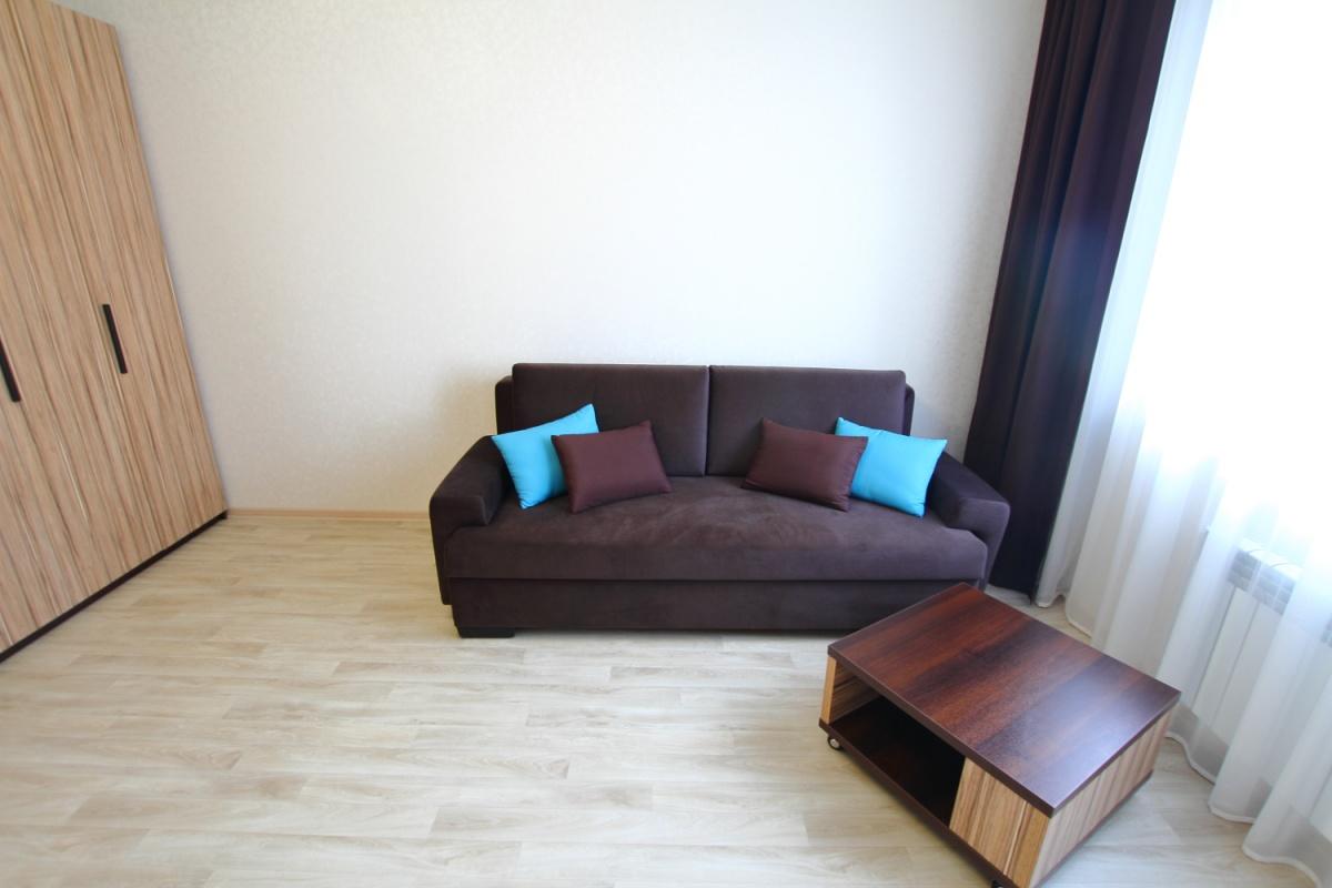 Те же однокомнатные апартаменты 43,3 квадратных метра. Стоимость аренды 30 тысяч рублей в месяц