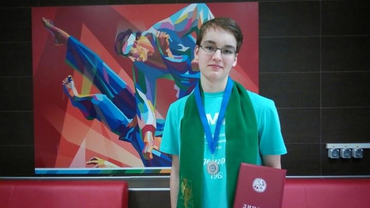 Новосибирский 10-классник стал одним из лучших молодых физиков в стране