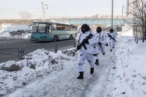 Сотрудники спецслужб на антитеррористических учениях «Циклон»<br>