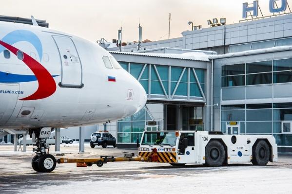 "За два месяца 2017 года аэропорт «Толмачёво» обслужил <nobr class=""_"">607 315</nobr> пассажиров<br>"