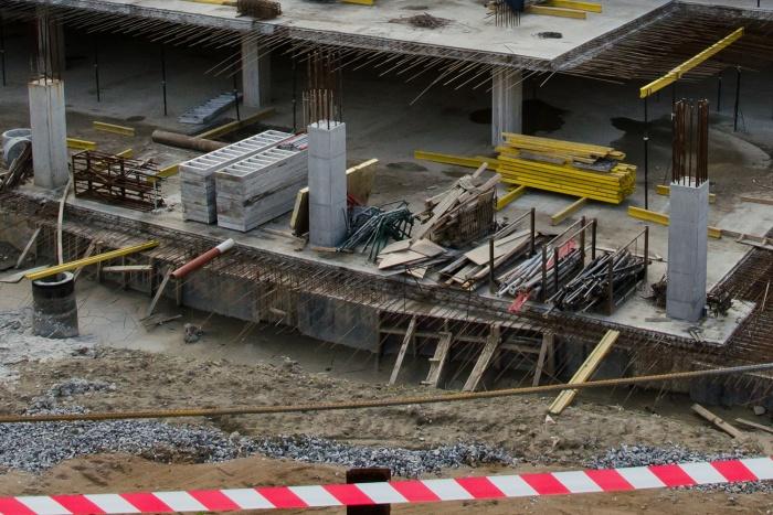 Рабочим на стройке удалось избежать серьезных травм