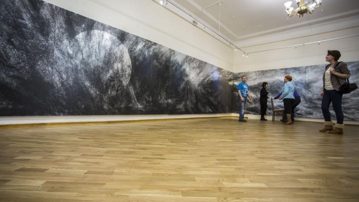 Японский художник привез в Новосибирск незавершенную 13-метровую картину (фото)