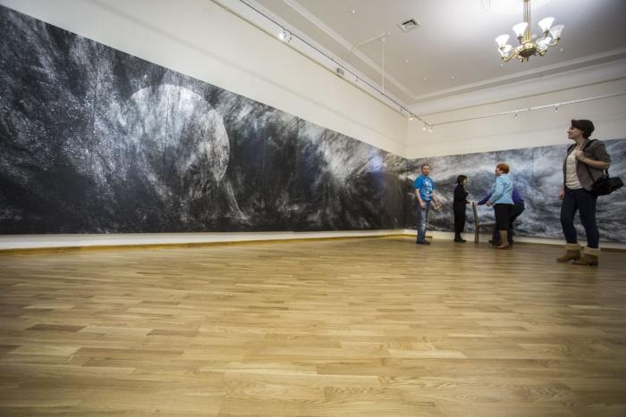 13-метровая незавершенная картина «Цунами»
