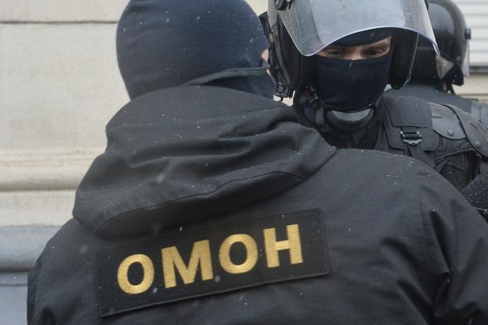 Наряды ОМОНа приехали на рынок в десятом часу утра