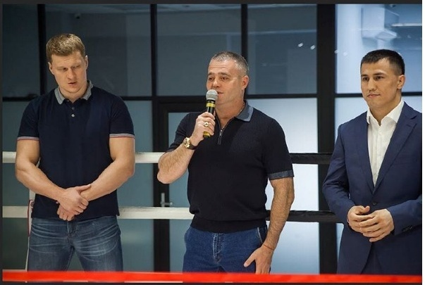 Боксер Александр Поветкин открыл в Новосибирске бойцовский клуб