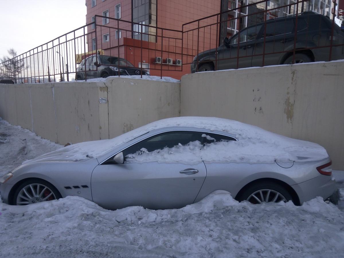 Maserati GranTurismo, оттаявший в одном из дворов в Красноярске<br>