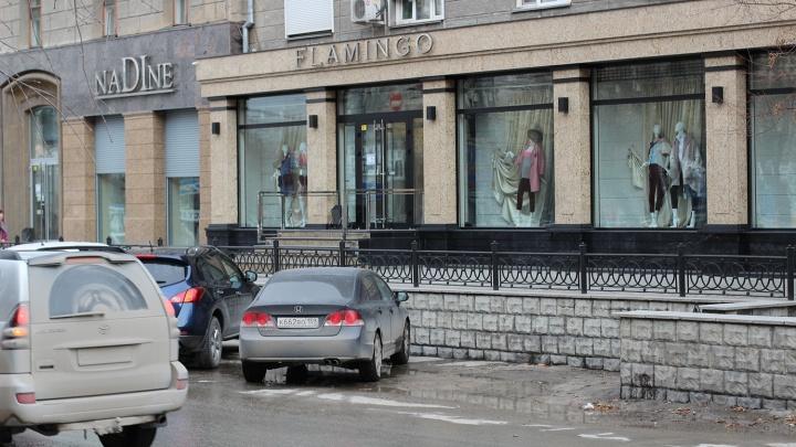 «Запретную» парковку возле бутиков на Советской открыли для всех после публикации на НГС