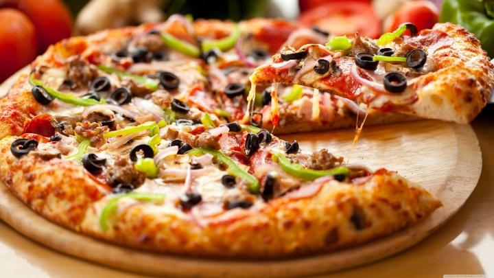 Новосибирцам предложили на Хэллоуин заказать пиццу у духа огня и мяса