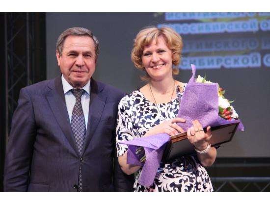 Победительница конкурса Светлана Королькова с губернатором