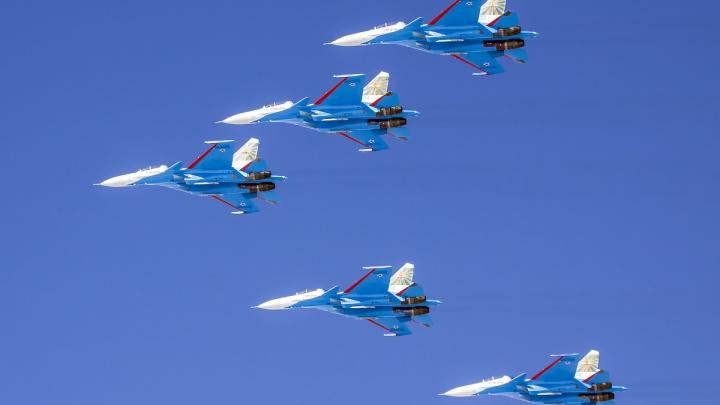 Над Новосибирском пролетели «Русские витязи» на новых самолетах