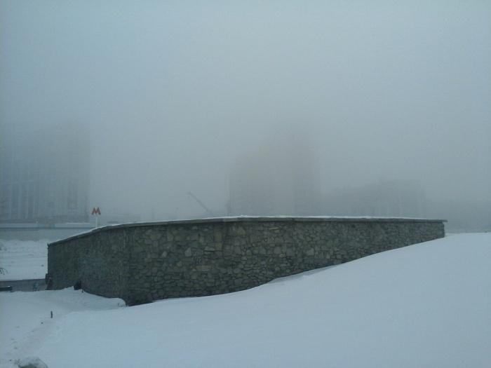 Город окутал утренний туман
