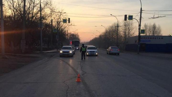 Volvo переломал ноги переходившему дорогу мужчине