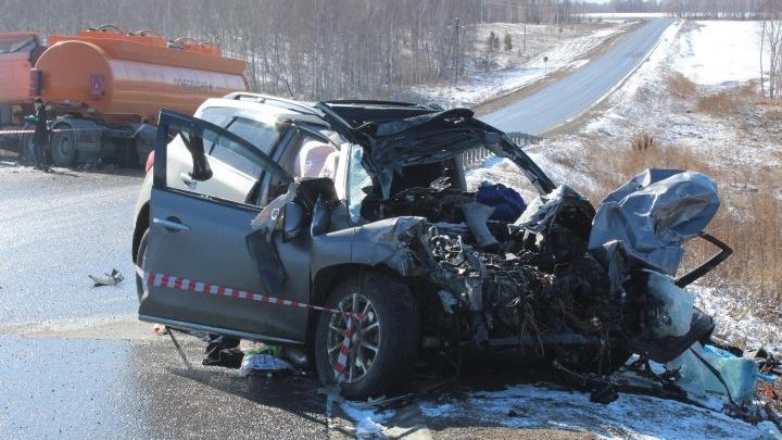 Жуткую аварию «Ниссана» и бензовоза с тремя погибшими снял регистратор