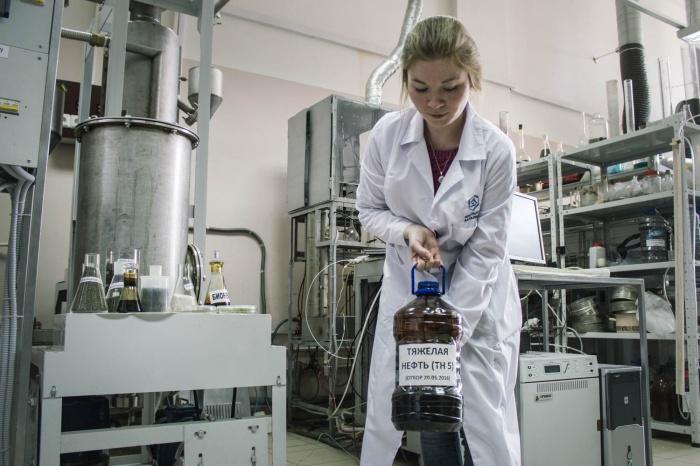 Тяжелая нефть в руках химика Марии Алексеевой