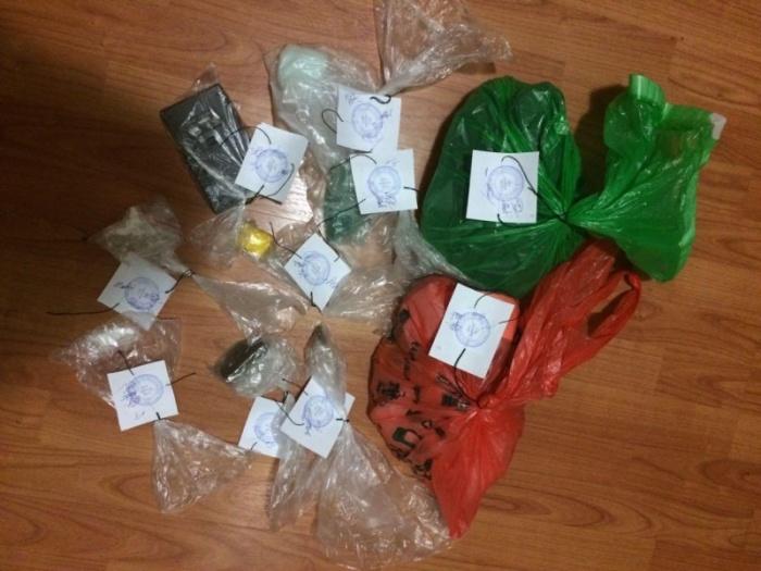 Молодой человек хранил наркотики в пакете из-под продуктов на кухне под раковиной
