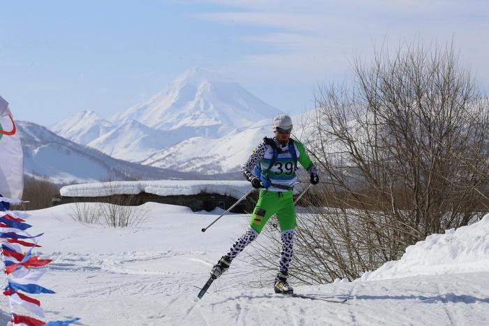 Новосибирец преодолевает «Мутновский марафон»