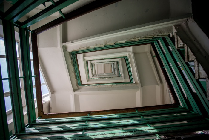 Лестничные пролеты конструктивистского здания по адресу ул. Серебренниковская, 16, построенного в 1932 году