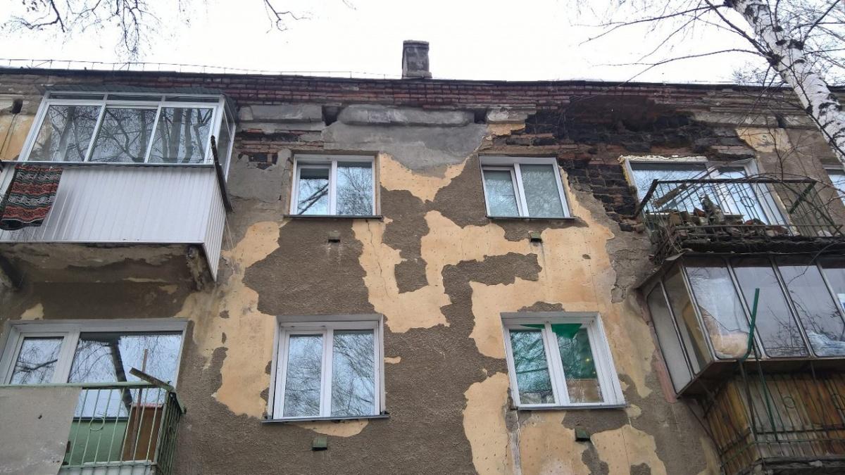 Часть стены жилого дома рухнула набалкон— ЧПвНовосибирске
