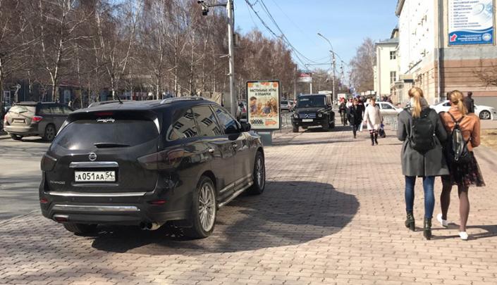 «Я паркуюсь как чудак»: джипы серии ААА против Красного проспекта