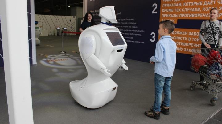 В «МЕГЕ» заработал зал с гонками дронов, говорящими роботами и механическим художником