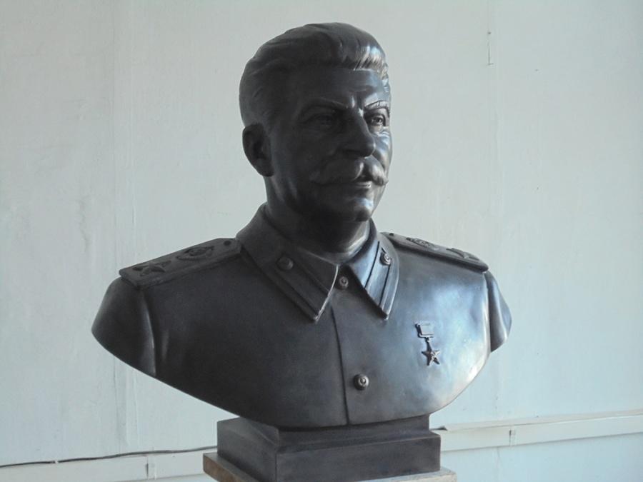 Бюст Сталина изстеклокомпозита отлил новосибирский скульптор