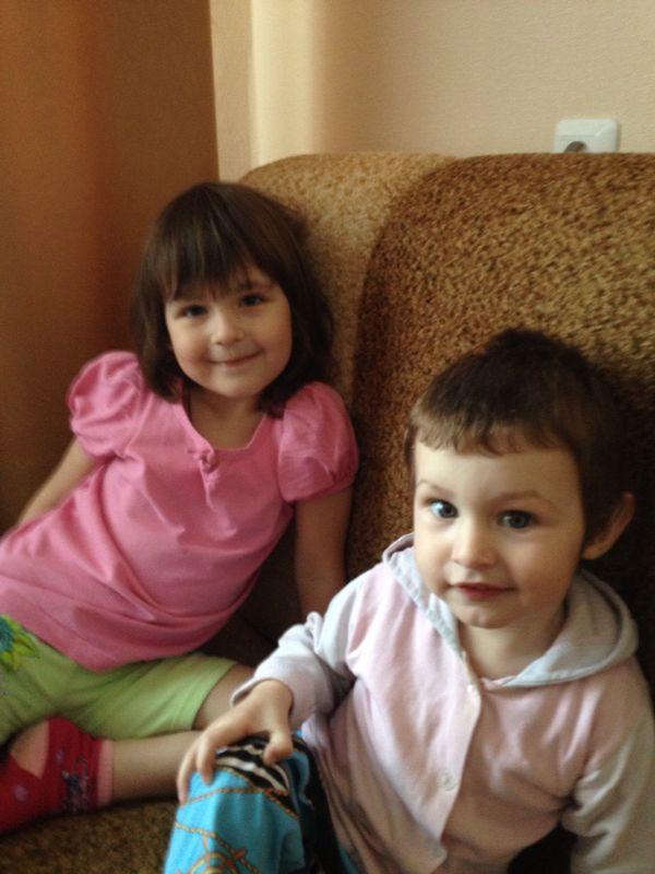 Лиза и Матвей Терещенко остались без матери