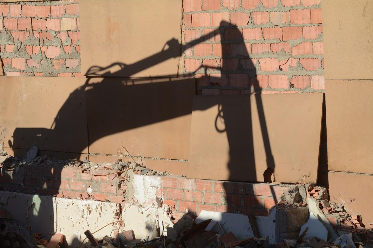 Реновация или обновление жилищного фонда — по мнению экспертов, это вопрос, давно требующий решения. Фонд ветхого и аварийного жилья в РФ по разным подсчетам составляет до 100 млн кв. м